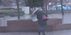 Fırtına İstanbullulara zor anlar yaşattı