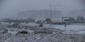 Çanakkale'de tipi ve fırtına karayolu ulaşımını da etkiliyor