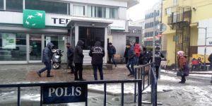 Şişli'de Polis Memuru Doldur Boşalt Yaparken Kendini Yaraladı