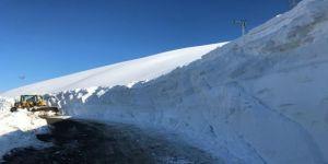 Sason'da Kar Yağışı Nedeniyle Kapanan Son Mezraa Yolu Da Ulaşıma Açıldı