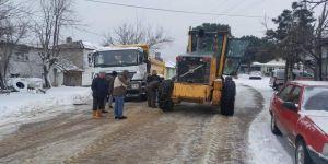 Biga'da Karla Kaplı Köy Yolları Açılıyor