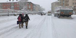 Kardan dolayı okullar cuma günü de tatil