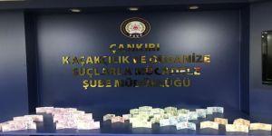 Sahte Parayla Alışveriş Yapan Şahıslar Polisten Kaçamadı