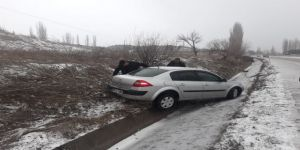 Otomobil Su Kanalına Düştü