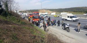 Tem'de 4 Araçlı Zincirleme Kaza Yaşandı, Trafik Tamamen Durdu