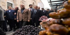 Dışişleri Bakanı Çavuşoğlu Tarihi Kapalı Çarşıyı Gezdi