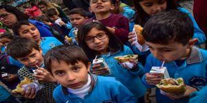 Döşemealtı'nda 250 Öğrenciye Balık Ziyafeti