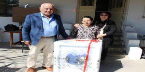 Başkan Karaçelik'ten 'Yılın Annesi'ne Duygulandıran Hediye