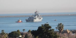 Askeri Gemiler Limandan Ayrıldı