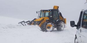 Kar Ve Tipi 75 Köy Yolunu Kapattı