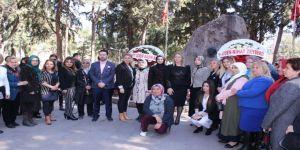 Ayşen Zeybekci'den Zübeyde Hanım'ın Anıt Mezarına Çelenk