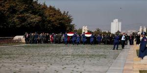 Bakan Akar'ın Eşi Ve Komutan Eşlerinden Anıtkabir'e Ziyaret