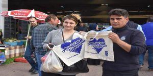 Aliağa Belediyesinin Bez Çanta Dağıtımları Devam Ediyor