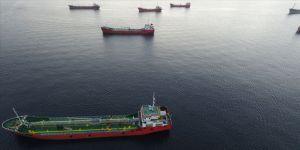 Denizi kirleten gemiler havadan görüntülendi