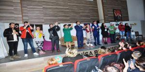 Sarıgöllü Tiyatrocular Alaşehir'de Sahne Aldı