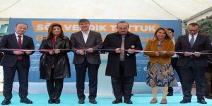 Bakan Çavuşoğlu, 60+ Tazelenme Üniversitesinde Kazak Giydi