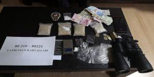 18 Yaşından Küçük Afganistanlı Uyuşturucu Satıcısı Suçüstü Yakalandı
