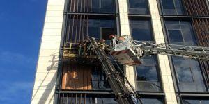 Kaza Sonucu Vinç Sepetinde Mahsur Kalan 2 İşçi Gözyaşları İçerisinde Kurtarılmayı Bekledi
