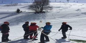Uludağ'da Zorlu Kış Şartlarında Dağcılık Eğitimi