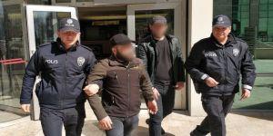 Kozmetik Dükkanından Hırsızlık Yapan 2 Iraklı Zanlı Gözaltında