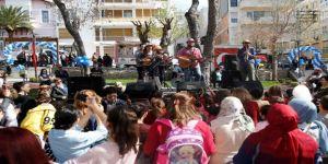 Konak'taki Yenilenen Parklarda Çocuk Şenliği