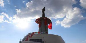 Dünya'nın En Büyükleri Arasında Yer Alan Dev Köroğlu Heykeli Nevruz Ateşiyle Açıldı