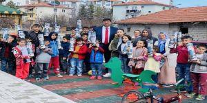 Başkan Adayı Serhat Oğuz'dan Çocuklara Satranç Takımı