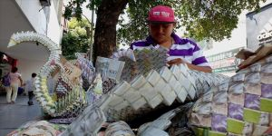 Venezuela'nın eski paralarını sanata dönüştürüyor