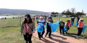 Bir Araya Gelen Yüzlerce Çocuk Piknik Alanındaki Çöpleri Topladı