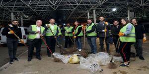 Öğrenciler Temizlik İşçileri İle Sokak Süpürdü, Çöp Topladı