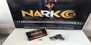 Araçlardan Ruhsatsız Silah Ve Uyuşturucu Çıktı