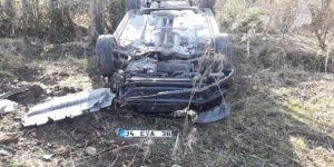 Takla Atan Otomobil Ağaçlık Alana Uçtu: 2 Yaralı