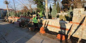 Mezarlıklara 14 Bin Metre Taş Duvar İnşa Edildi