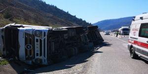 Tır Devirdi, Sürücüsü Yaralandı