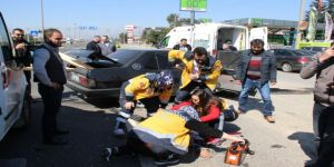 Otomobil Kaldırıma Çarptı, Sürücü Araçtan Fırladı