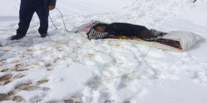 Karda 2 kilometre branda üzerinde sürüklenerek kurtarıldı