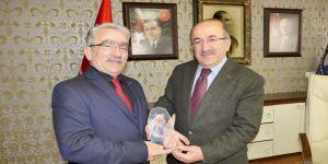 Emeklilerden Başkan Gümrükçüoğlu'na Teşekkür Plaketi