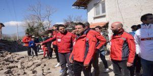 Göztepeli Futbolcular Depremzede Çocuklarla Maç Yaptı
