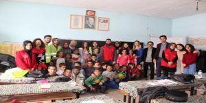 """Hamur'da Öğrencilere """"Kuaförlük Ve Berberlik Hizmeti"""" Verildi"""