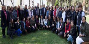 Ahmet Öküzcüoğlu'ndan Kadınlara Sürpriz