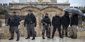 Fanatik Yahudilerden Mescid-i Aksa'ya baskın