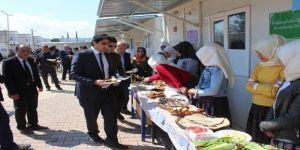 Depremzede Öğrenciler Yemenli Çocuklar İçin Kermes Düzenledi