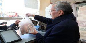 Beykoz Adayı Murat Aydın İhe'de Vatandaşlara Ekmek Dağıttı, Pazarın Nabzını Tuttu
