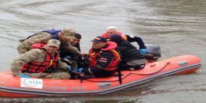 TSK ve AFAD'dan ortak operasyon: 13 mülteci adacıkta yakalandı
