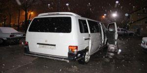 Hırsızlık Şüphelileri Bekçiler Gelince Minibüsü Bırakıp Kaçtı