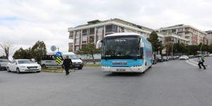 Ak Parti Büyükçekmece Belediye Başkanı Mevlüt Uysal, Seçim Otobüsüyle Halkı Selamladı