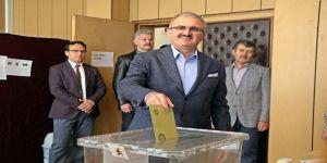 """Vali Karaloğlu: """"Antalya'da Demokratik Olgunluğa Yakışır Bir Yarış Olmuştur"""""""