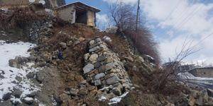 Yağışlara Dayanamayan İstinat Duvarı Yıkıldı
