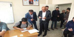 Malazgirt'te Seçmenler Oylarını Kullanmaya Başladı