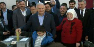 Ak Parti İstanbul Büyükşehir Belediye Başkan Adayı Binali Yıldırım, Tuzla'da Oyunu Kullandı